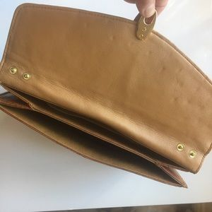 Bags - Vintage 70s tan ostrich clutch